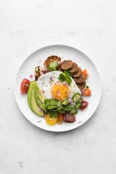 A delectable twist on the Mexican breakfast dish, our Roasted Cauliflower Steak Huevos Rancheros swaps out the traditional tortilla and subs in spicy chorizo, avocado and jalapeño in addition to the classic over easy egg yolks. Spicy Recipes, Clean Recipes, Real Food Recipes, Drink Recipes, Free Recipes, Easy Recipes, Keto Recipes, Healthy Recipes, Mexican Breakfast Recipes