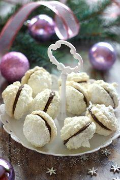 Juditka konyhája: ~ NUTELLÁS KÓKUSZCSÓK ~ Christmas Poinsettia, Pavlova, Winter Food, Sweet Life, Toffee, Truffles, Nutella, Cake Recipes, Food And Drink