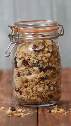 Recipe with video instructions: You'll go coco-nuts for this granola! Healthy Breakfast Recipes, Raw Food Recipes, Healthy Snacks, Dessert Recipes, Cooking Recipes, Healthy Granola Recipe, Cooking Tips, Freezer Recipes, Freezer Cooking