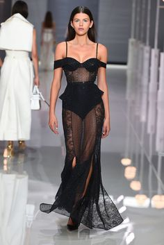 Ralph & Russo Spring 2018 Ready-to-Wear Fashion Show Collection: See the complete Ralph & Russo Spring 2018 Ready-to-Wear collection. Look 46 Haute Couture Style, Couture Mode, Couture Fashion, Runway Fashion, Fashion 2018, Look Fashion, High Fashion, Fashion Outfits, Fashion Design