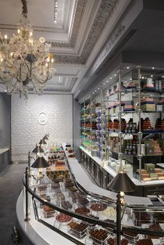 Laduree Chocolate Boutique in Paris. It would have been nice to have a piece of chocolate when I visited Paris. Tienda Chocolate, Chocolate Shop, Chocolate Desserts, Laduree Paris, Marquise, Pastry Shop, Shop Around, Candy Shop, Kakao