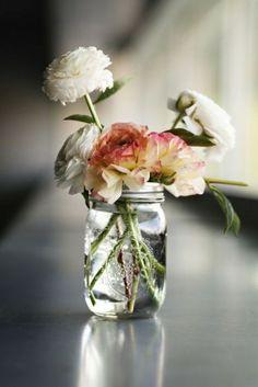 Ideas Flowers Bouquet Vase Floral Arrangements Centerpieces For 2019 Amazing Flowers, My Flower, Fresh Flowers, Beautiful Flowers, Simple Flowers, Cut Flowers, Simply Beautiful, Flower Ideas, Spring Flowers