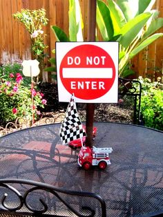 Susanna L's Birthday / Disney Pixar Car's Party - Photo Gallery at Catch My Party Disney Cars Party, Disney Cars Birthday, Cars Birthday Parties, Race Car Birthday, Race Car Party, Boy Birthday, Birthday Ideas, Birthday Centerpieces, 3 D