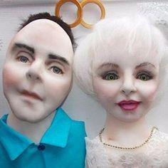 Портрет молодоженов. Сделан по фото. Размер 30 см на 40 см. Принимаю заказы! Срок изготовления около месяца. #кукланазаказ #кукла #кукларучнойработы #портрет #фото #молодожены #свадьба #подарок #любовь