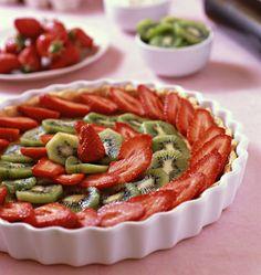 Tarte aux fraises et kiwis - Ôdélices : Recettes de cuisine faciles et originales ! Kiwi, Mousse, Base, Sweet Recipes, Caramel, Muffins, Desserts, Food, Images