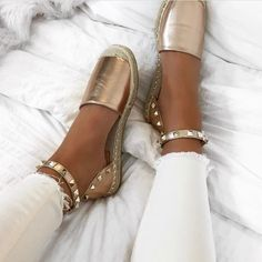 Slay this summer in wrap up espadrilles! Ranging from neon espadrilles perfect for the poolside and flatform espadrilles for a chilled vibe! Zapatos Shoes, Shoes Sandals, Shoes Sneakers, Flat Sandals, Flats, Flat Shoes, Studded Sandals, Cute Shoes, Me Too Shoes