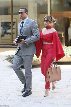 Jennifer Lopez and new flame Alex Rodriguez ooze chic J Lo Fashion, Fashion Couple, Star Fashion, Fashion Photo, Fashion Outfits, Womens Fashion, Fashion News, Jennifer Lopez, Celebrity Couples