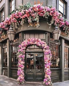 Foggs Tavern- London Practical travel advice and tips Take few items with you If you're really a traveler, your goal should be limited to han Coffee Shop Design, Cafe Design, Beautiful Flowers, Beautiful Places, Wonderful Places, Flower Shop Design, Deco Floral, Floral Arch, Shop Fronts