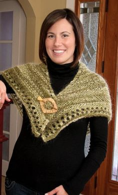 Follow this free knit pattern to create a shawl using Linate Classic Mohair yarn.