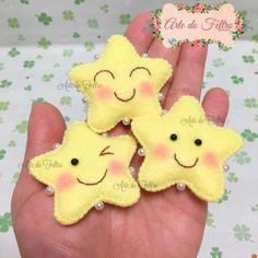 super cute kawaii felt gold stars to give to friends , gifts for teachers or the best kid in class make these cuties soon Felt Christmas Ornaments, Christmas Crafts, Sewing Crafts, Sewing Projects, Craft Projects, Kawaii Felt, Diy And Crafts, Crafts For Kids, Felt Keychain