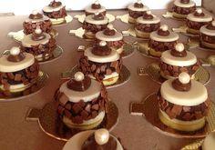 Plaquinhas de chocolate branco com recheio de brigadeiro gourmet