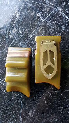 Dressclip bakelite, a pair from the Vintage Jewelry, Plastic, Collection, Food, Essen, Vintage Jewellery, Meals, Yemek, Eten