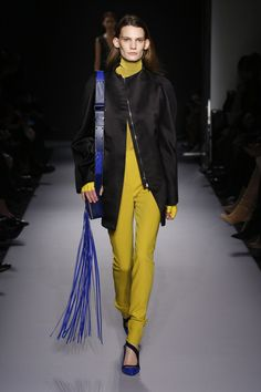 Lanvin Fall 2018 Ready-to-Wear fashion show now on Vogue Runway. Lanvin, Yellow Fashion, Big Fashion, Fashion Design, Paris Fashion, Runway Fashion, Fashion Brands, Autumn Fashion 2018, Fall Fashion Trends
