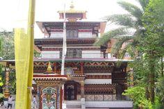 Bhutan Rundreisen - Jetzt Urlaub buchen! |Tai Pan Bhutan, Big Ben, Building, Travel, Prayer Flags, Forts, Destinations, Viajes, Buildings
