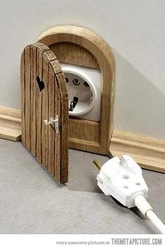 Mouse door outlet, filed under unrealistic things I'd love to have :-)