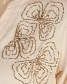 Zardozi Embroidery, Hand Embroidery Dress, Kurti Embroidery Design, Hand Embroidery Videos, Bead Embroidery Patterns, Embroidery On Clothes, Couture Embroidery, Flower Embroidery Designs, Bead Embroidery Jewelry