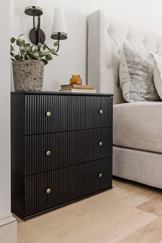 Diy Furniture Flip, Diy Furniture Renovation, Diy Furniture Plans Wood Projects, Upcycled Furniture, Home Furniture, Small Furniture, Farmhouse Furniture, Diy Home Decor, Star Diy