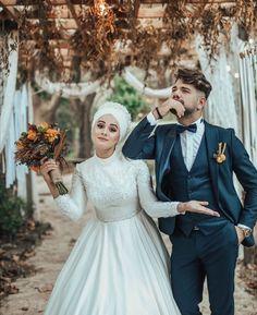 Wedding Couple Poses Photography, Wedding Poses, Wedding Couples, Cute Couples, Photography Tips, Wedding Photoshoot, Muslim Wedding Dresses, Bridal Dresses, Photo Couple
