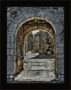Medieval Village of #Fumone #Italy   Flickr –
