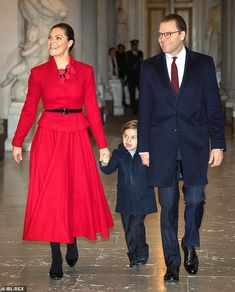 Prince Oscar steals show as Crown Princess Victoria and Prince Daniel receive their Christmas trees
