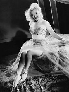 "Кинороли ""актрисы с лучшими ножками"", звезды 1940-х годов Адель Джергенс | Интересное обо всем и всех | Яндекс Дзен Leila Hyams, 1940s Movies, Female Movie Stars, Miss World, World's Fair, Famous Women, Hollywood Actresses, Pin Up Girls, Adele"