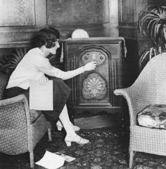 Old Pictures, Old Photos, Vintage Pictures, Radios, Radio Antigua, Old Time Radio, Antique Radio, Roaring 20s, Rock