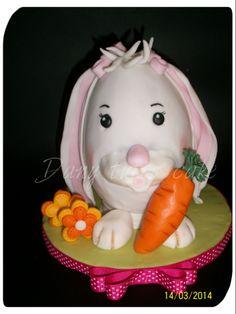uova di ciccolato decorato con pasta di zucchero
