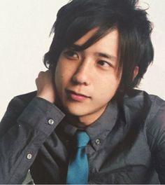 Ahhhhhhh... so handsome <3 <3 <3