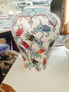 Laleler China Painting, Ceramic Painting, Turkish Design, Grenade, Turkish Tiles, Hand Painted Ceramics, Tile Art, Pottery Vase, Earthenware