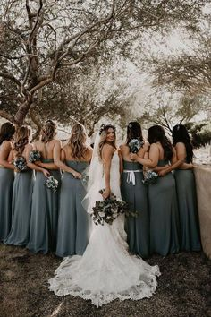 67b0e739910 20 Wedding Photo Ideas For Your Bridesmaids