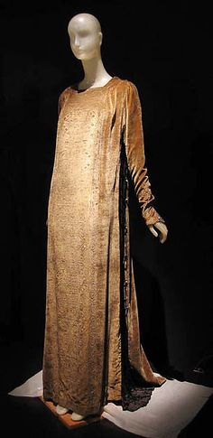 Evening dress (image 2) | Mariano Fortuny | Italian | 1910 | silk | Metropolitan Museum of Art | Accession Number: 1977.68.1
