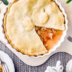 Warm besonders köstlich mit Vanilleeis und abgekühlt mit geschlagener Sahne: Apple Pie! #pie #kuchen #apfel #backen #edeka