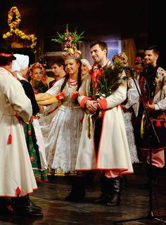 Bride and groom. Folk clothing from Kraków, southern Poland. Images by Adam Gryczyński. Folk Clothing, Historical Clothing, Polish Wedding, Polish Folk Art, Costumes Around The World, Wedding Wreaths, Culture, Central Europe, Folk Costume