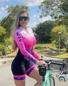Female Cyclist, Cycling Girls, Bicycle Girl, Bicycling, Sport Girl, Wetsuit, Biker, Sexy Women, Frases