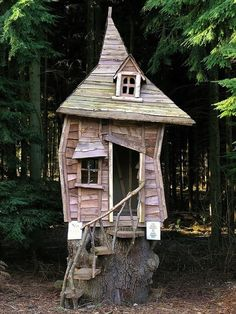 Crooked Tree House Design For Fun Children. A unique tree house is a house made of a tree with a unique house design. The tree … Cool Tree Houses, Fairy Houses, Play Houses, Cave Houses, Crooked House, Crooked Man, Crooked Tree, Magical Tree, Wendy House