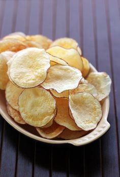 This Week for Dinner – Weekly Meal Plans, Dinner Ideas, Recipes and More!: Easy Homemade Microwave Chips - This Week for Dinner Microwave Potato Chips, Microwave Recipes, Cooking Recipes, Do It Yourself Food, Chips Recipe, Snacks Für Party, Quick Easy Meals, Love Food, Food Porn