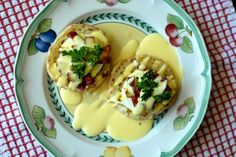 Eggs Benedict!  my faaaaaaavorite brunch food.  now i need an egg poacher.