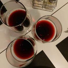 Noche de vinos... A celebrar!   #delimoments Red Wine, Alcoholic Drinks, Instagram, Glass, Food, Wine Night, Food And Wine, Wine, Drinkware