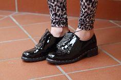 Oxford-style shoes  http://karenpozzi.blogspot.it/2013/03/leggings-leopardati-e-scarpe-con-le.html