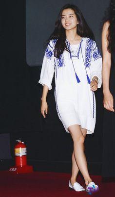 160605 '아가씨' 무대인사 김태리 기사 보정160605 '아가씨' 무대인사 김태리 기사 보정 (죄송!! 160604예... Korean Celebrities, Celebs, Movie Stars, Korean Fashion, Sunshine, White Dress, My Style, Womens Fashion, Girls