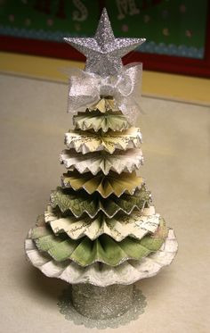 accordian paper art | paper accordion Christmas tree