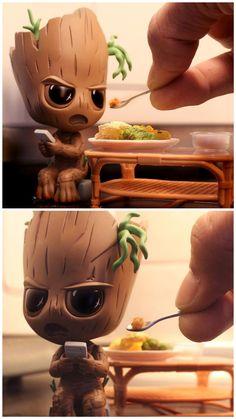 Kids these day... *sigh* #groot by Jimmy Khoo (instagram.com/jimmykhoo) #jimmykhoo Cute Disney Drawings, Cute Animal Drawings, Kawaii Drawings, Cute Drawings, Baby Groot, Cute Disney Wallpaper, Cute Cartoon Wallpapers, Groot Guardians, Cute Anime Pics