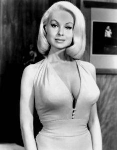 Pin Up Vintage, Mode Vintage, Vintage Glamour, Vintage Beauty, Vintage Girls, Vintage Hollywood, Hollywood Glamour, Beautiful Celebrities, Beautiful Actresses