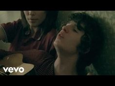 The Kooks - She Moves In Her Own Way - YouTube