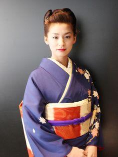 「カーネーション」から「大奥」まで2012年を駆け抜けた尾野真千子「夢は女優!」 Kimono Fabric, Floral Kimono, Yukata, Geisha Japan, Samurai, Kimono Japan, Japan Image, Japanese Hairstyle, Hanfu