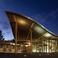 Perkins+Will have completed the VanDusen Botanical Garden Visitor Centre in Vancouver, Canada. The VanDusen Botanical Garden Visitor Centre creates a Biophilic Architecture, A As Architecture, Sustainable Architecture, Tropical Architecture, Bungalow, Pavillion, Green Office, Rammed Earth, Roof Design