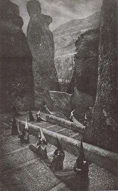 Penitentes en Cuenca, José Ortiz Echagüe, 1940.