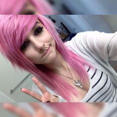 Best emo images and a complete range of body jewelry at satyrs-nose-rings.com  #emo #scene Emo Bangs, Cute Emo Girls, Goth Girls, Emo People, Alex Dorame, Emo Scene Hair, Scene Girls, Dream Hair, Punk