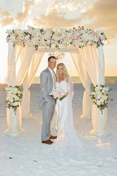 Elegant Marco Island Wedding with a Spectacular Sunset Diese Hochzeit am Sunset Beach in Marco Island ist magisch! Simple Beach Wedding, Beach Wedding Aisles, Aisle Runner Wedding, Beach Wedding Centerpieces, Wedding Ceremony Arch, Beach Wedding Photos, Beach Ceremony, Dream Wedding, Wedding Hair