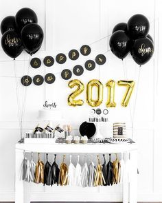 Party Balloons Diy New Years Eve Ideas For 2019 New Years Dinner Party, Nye Party, House Party Decorations, New Years Eve Decorations, Happy New Years Eve, New Year's Eve Celebrations, Graduation Party Decor, Nouvel An, Balloons